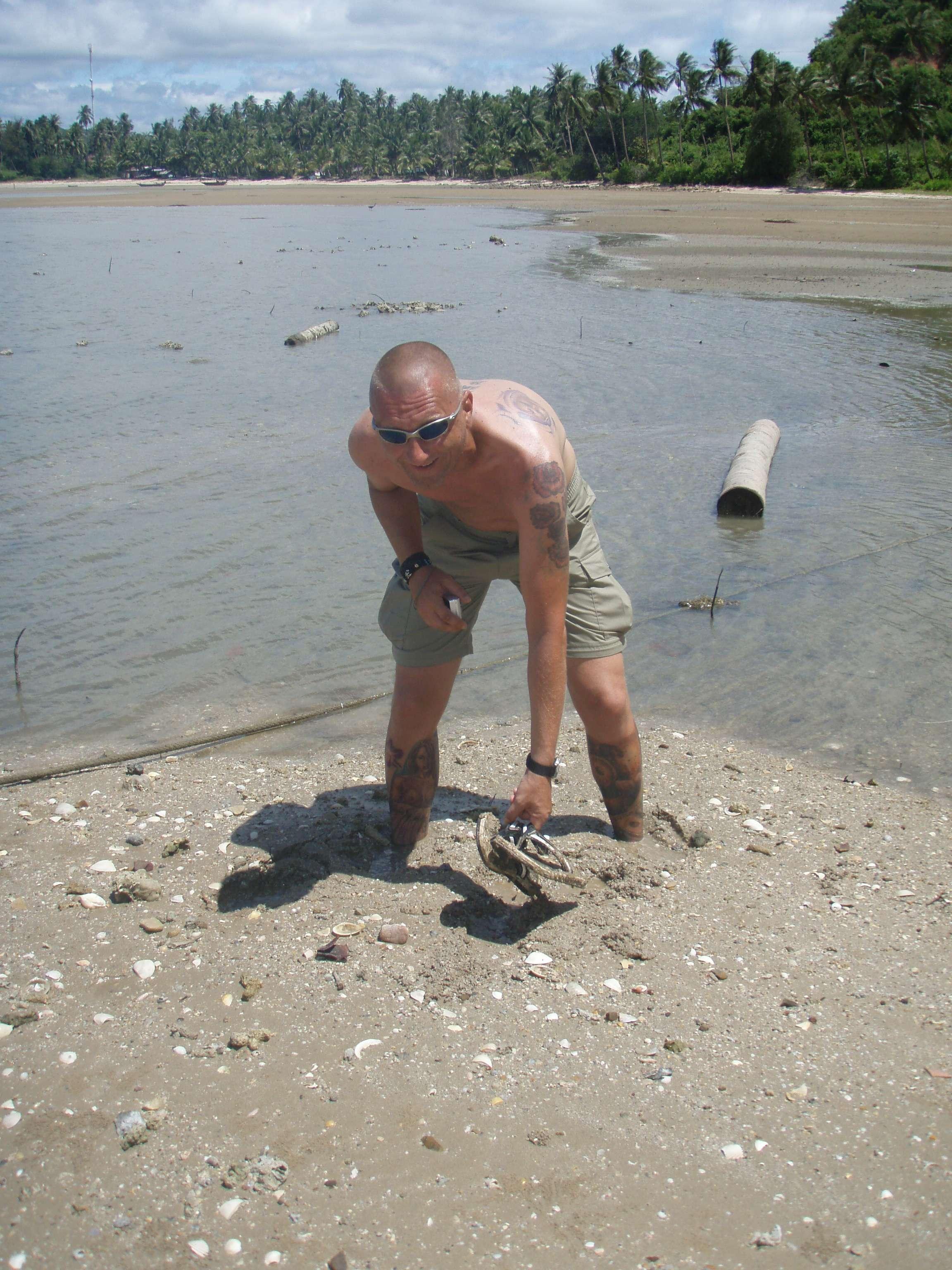 versinken plötzlich im Sand - huch, wo ist der Schlappen ??