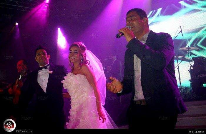 صور النجم عمرو دياب فى حفل زفاف الفنان محمد حماقى ونهلة الحجرى 2011 / 12 / 7 37984910150602376114782.jpg